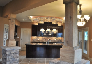 6-Kitchen-with-Columns