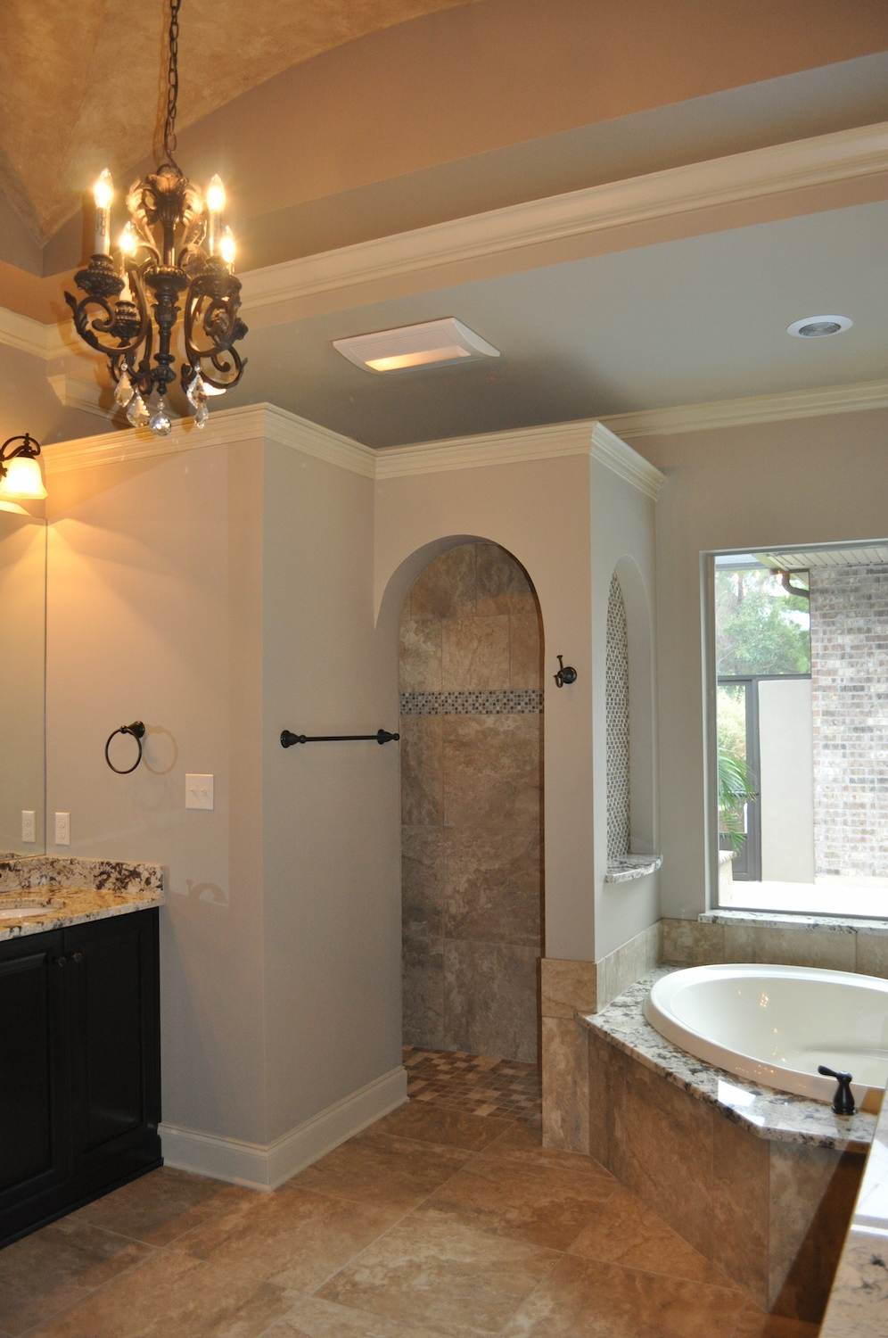 24 Master Bath Tub and Shower