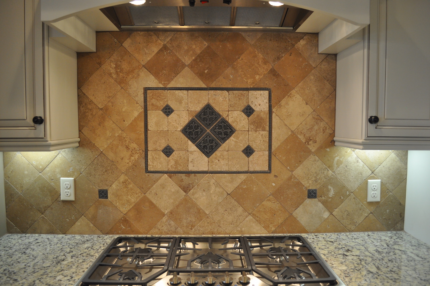 21 - Backsplash Detail