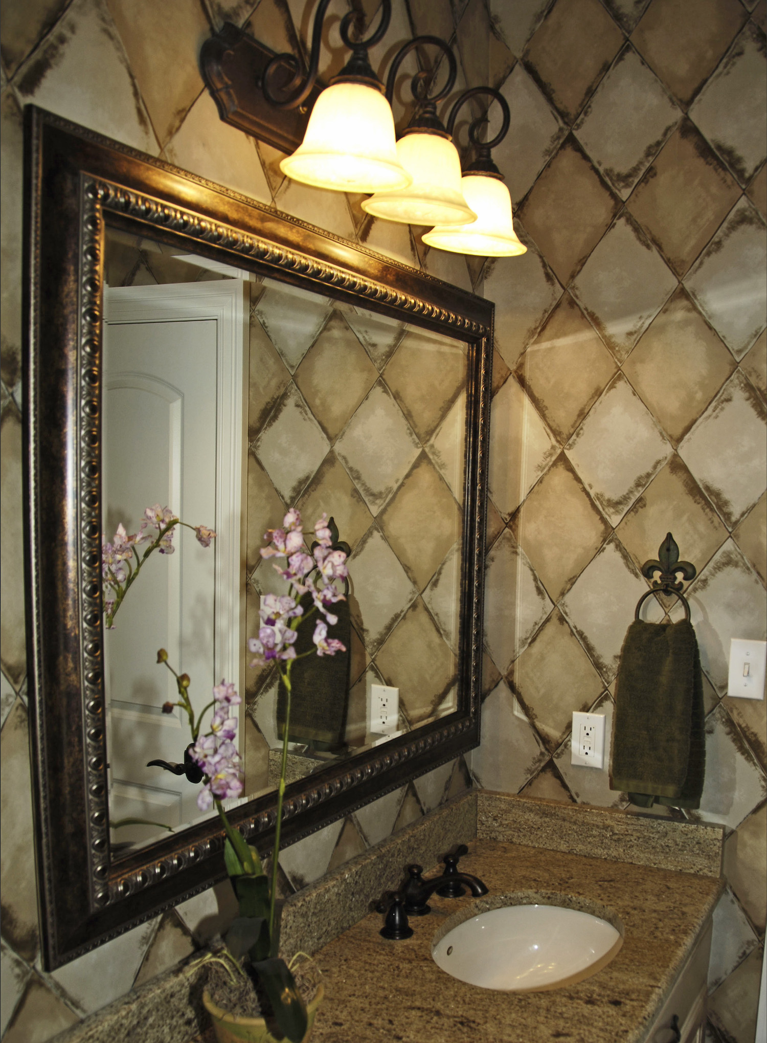 23-Lakeshore-Upstairs-Vanity
