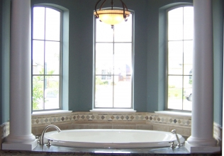 Tub with Columns